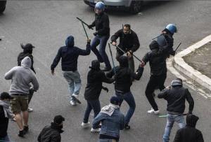 Coppa.Italia.scontri.ultras.polizia.2013.2014.300x203