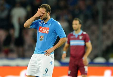NAPLES, ITALY - MAY 31:  Napoli's player Gonzalo Higuain stands disappointed during the Serie A match between SSC Napoli and SS Lazio at Stadio San Paolo on May 31, 2015 in Naples, Italy.  (Photo by Getty Images/Getty Images)