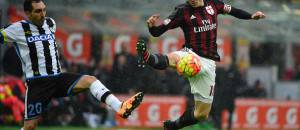 AC Milan's Italian midfielder Riccardo Montolivo (R) vies for the ball with Udinese's Brazilian midfielder Torres Guilherme during the Italian Serie A football match between AC Milan and Udinese at San Siro Stadium in Milan on February 7, 2016. / AFP / OLIVIER MORIN        (Photo credit should read OLIVIER MORIN/AFP/Getty Images)