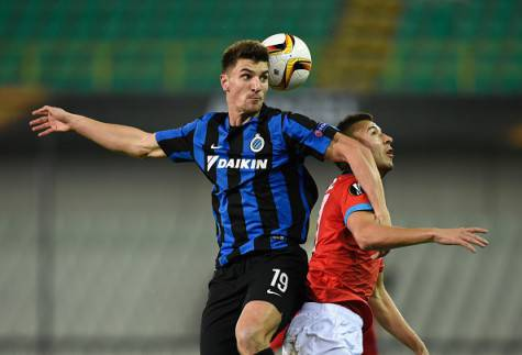 Club Brugges Belgian defender Thomas Meunier (L) and Napoli's Belgian-Moroccan midfielder Omar El Kaddouri go for a header during the UEFA Europa League Group D football match between Club Brugge and SSC Napoli played behind closed doors at the Jan Breydel stadium in Bruges on November 26, 2015. AFP PHOTO / JOHN THYS / AFP / JOHN THYS (Photo credit should read JOHN THYS/AFP/Getty Images)