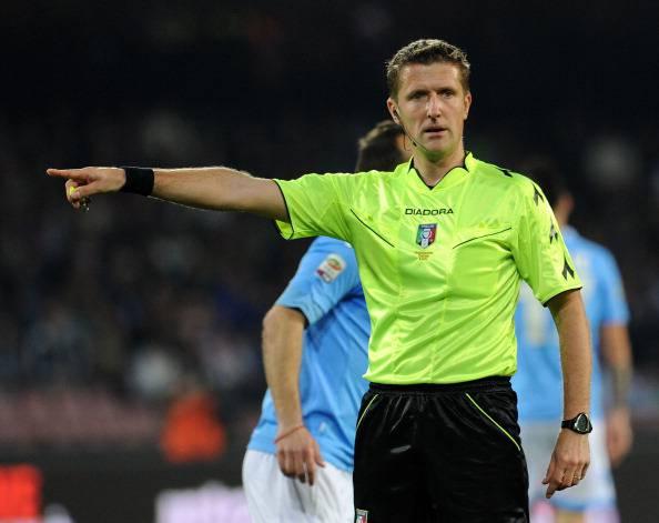 Arbitro Orsato dirige match del Napoli