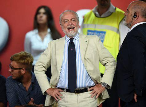 Napoli, De Laurentiis esalta Sarri e punge la Juve: