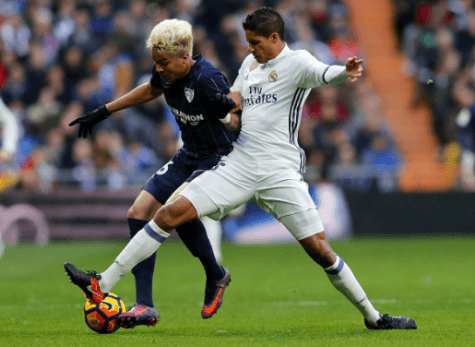 Infortunio muscolare per Varane: rischia di saltare Napoli-Real Madrid