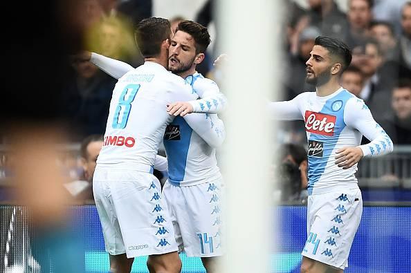 Mertens rimette in corsa il Napoli, Sarri a -2 da Spalletti
