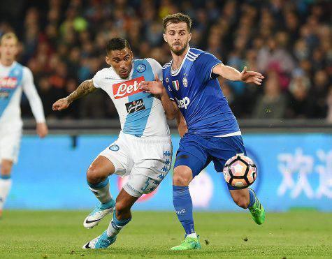 Napoli, gol e spettacolo contro l'Udinese. La Roma ora è a -2