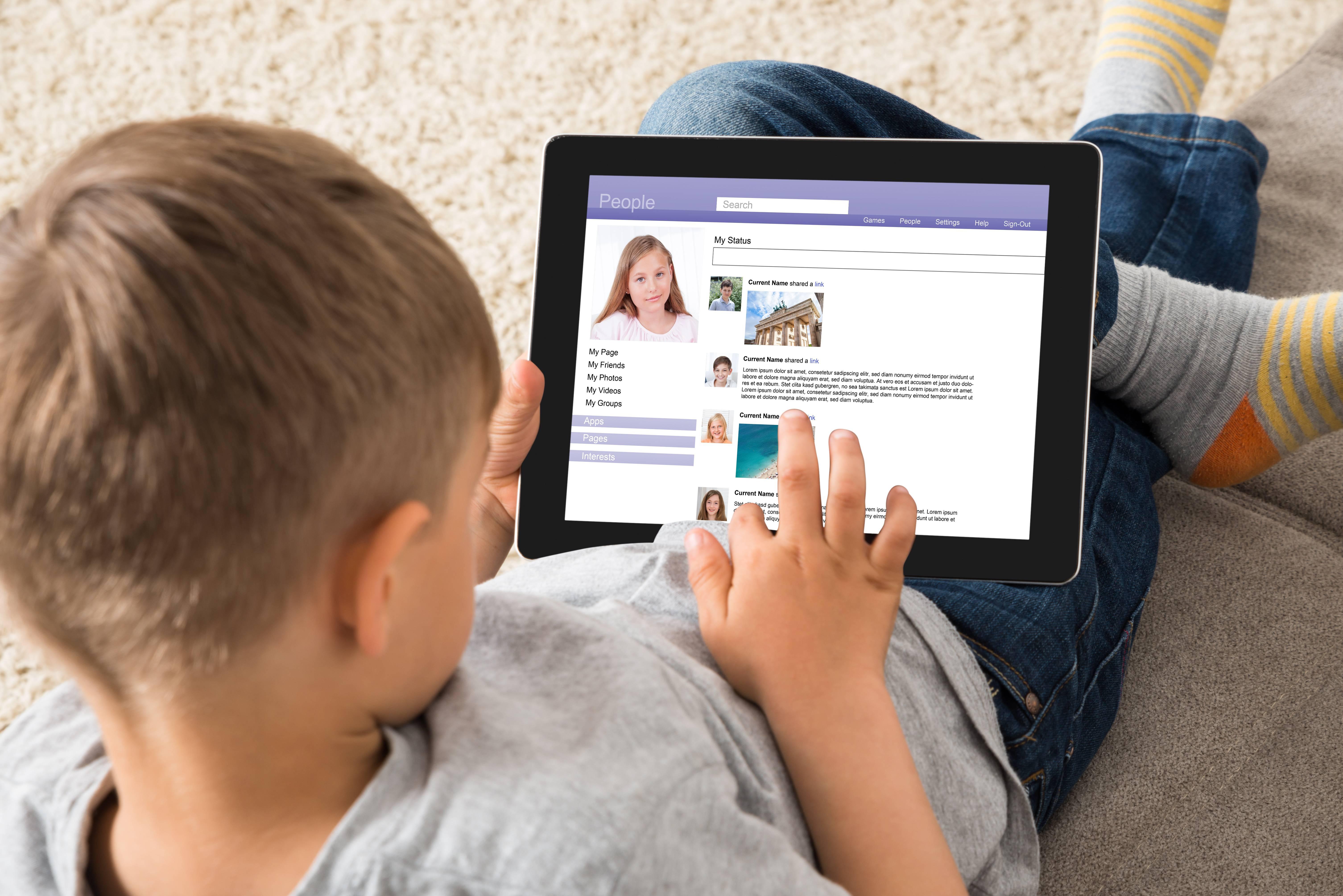 social tecnologia minori adolescenti