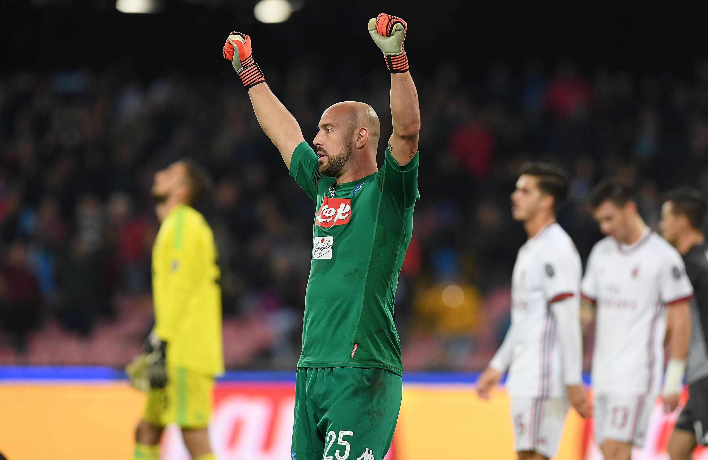 Il Milan chiama il Napoli per Reina: pronto un contratto biennale