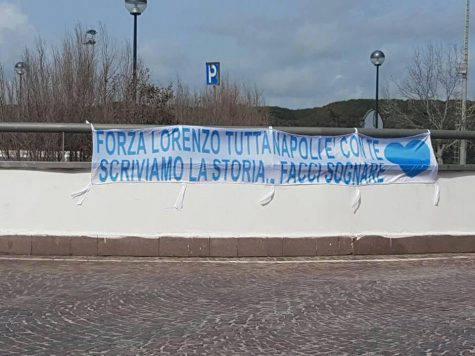 Striscione per Insigne a Castel Volturno