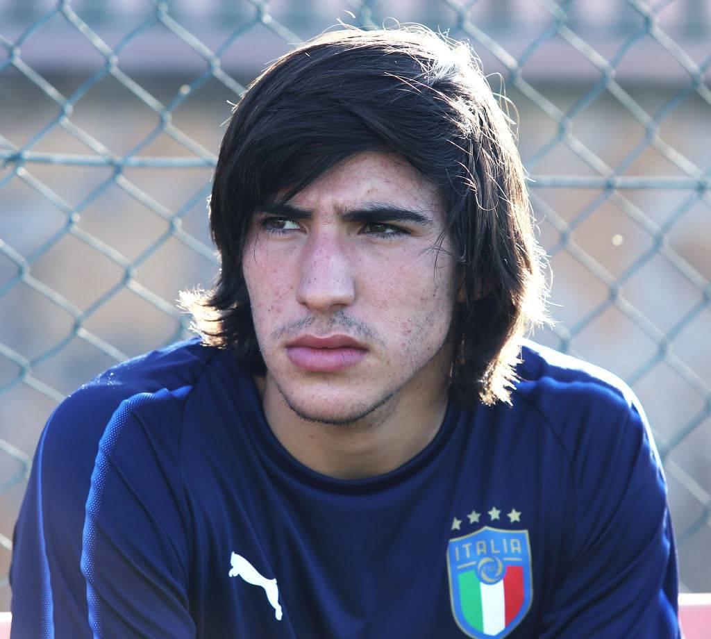 Napoli su Tonali, ma si inserisce il Milan: si allontana il baby talento?