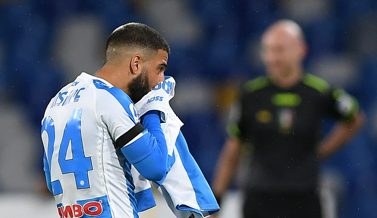 Insigne bacio maglia Maradona rinnovo