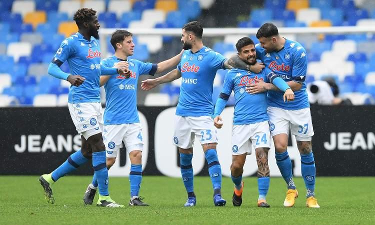 Il Napoli esulta dopo il gol