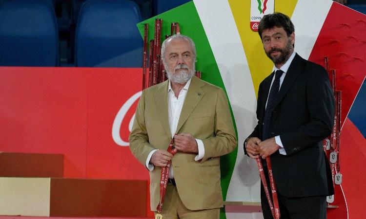 Aurelio De Laurentiis ed Andrea Agnelli con le medaglie