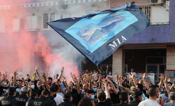 Tifosi del Napoli fuori il Maradona
