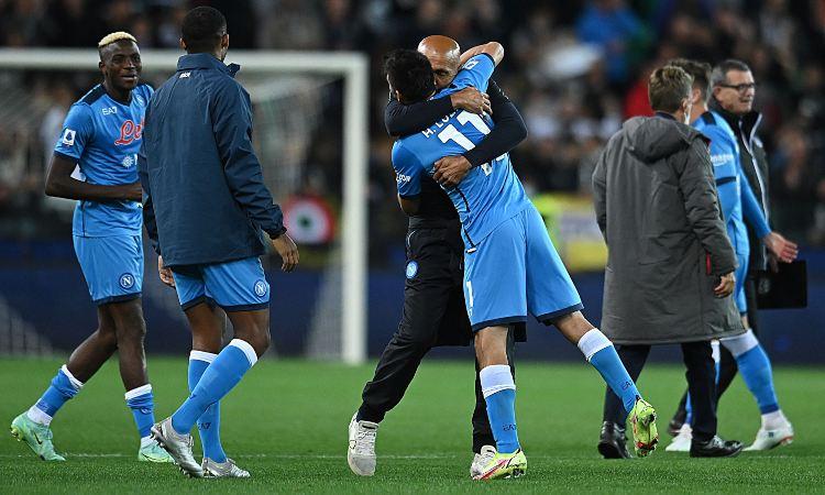 Luciano Spalletti abbraccia Lozano