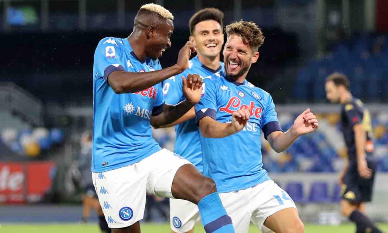 Napoli, Mertens esulta in campo con Osimhen